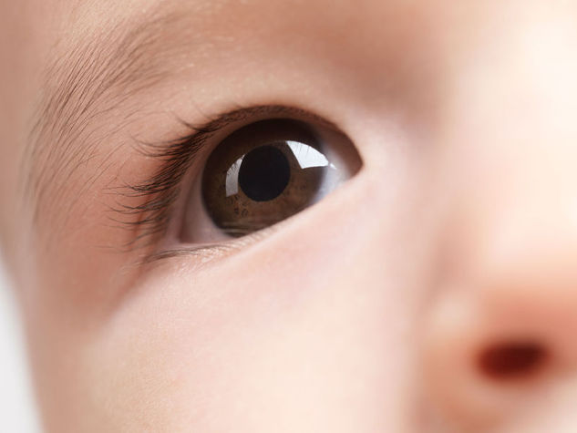 colore-occhi-bambino-marrone_o_su_horizontal_fixed