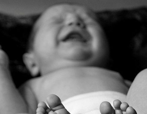 neonato-piange-1